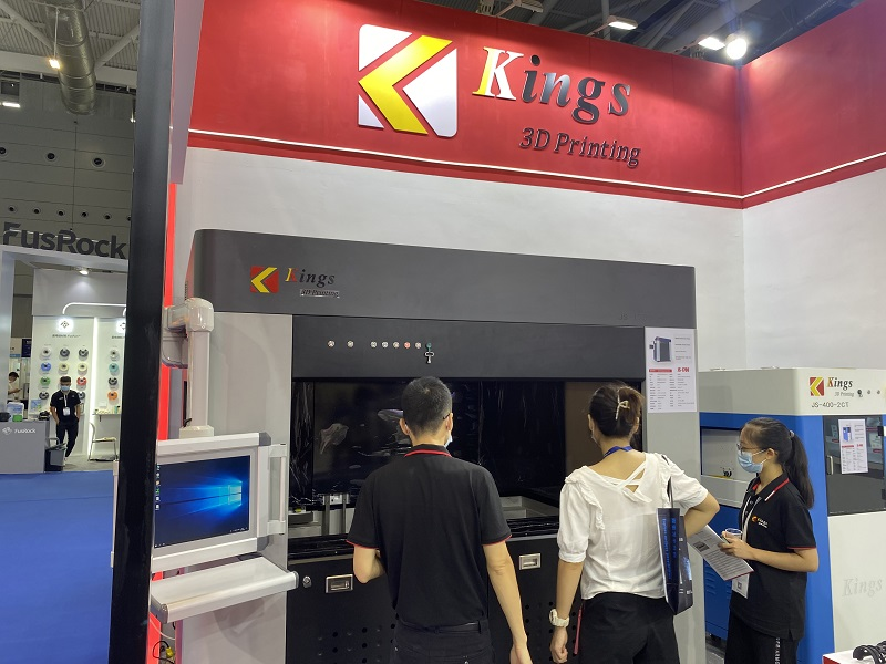 KINGS sales introducing KINGS1700PRO to a customer